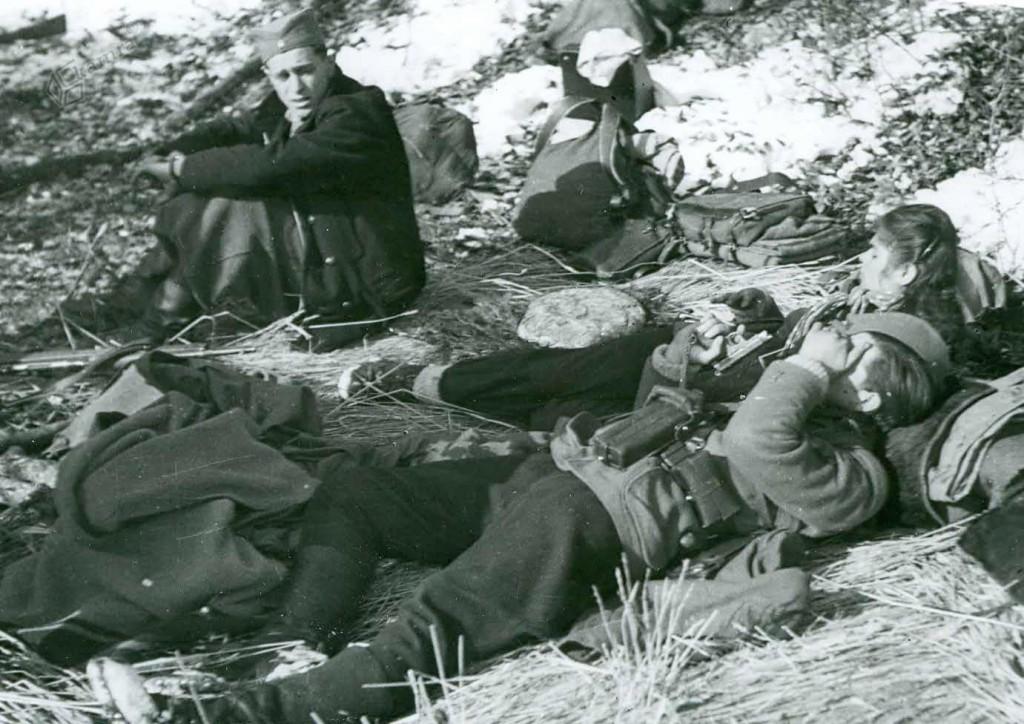 Počitek borcev Šlandrove brigade na Menini planini, februar 1944