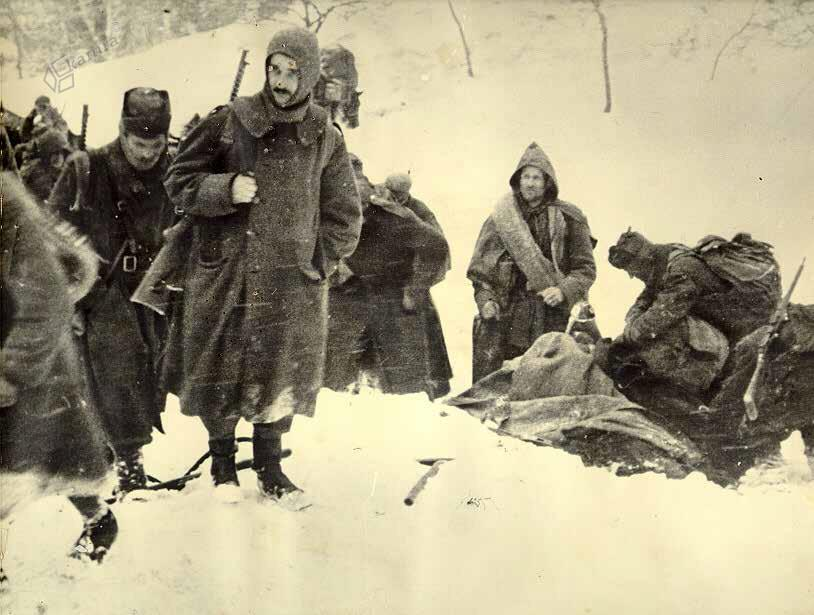 Zadnja fotografija pesnika Karla Destovnika Kajuha, vodje kulturniške skupine 14. divizije, Paški Kozjak, 16. 2. 1944