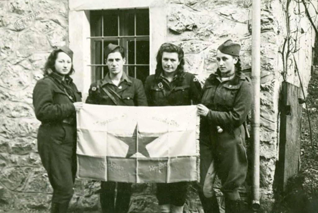 Izročitev prapora Koroškemu odredu v Solčavi, november 1944