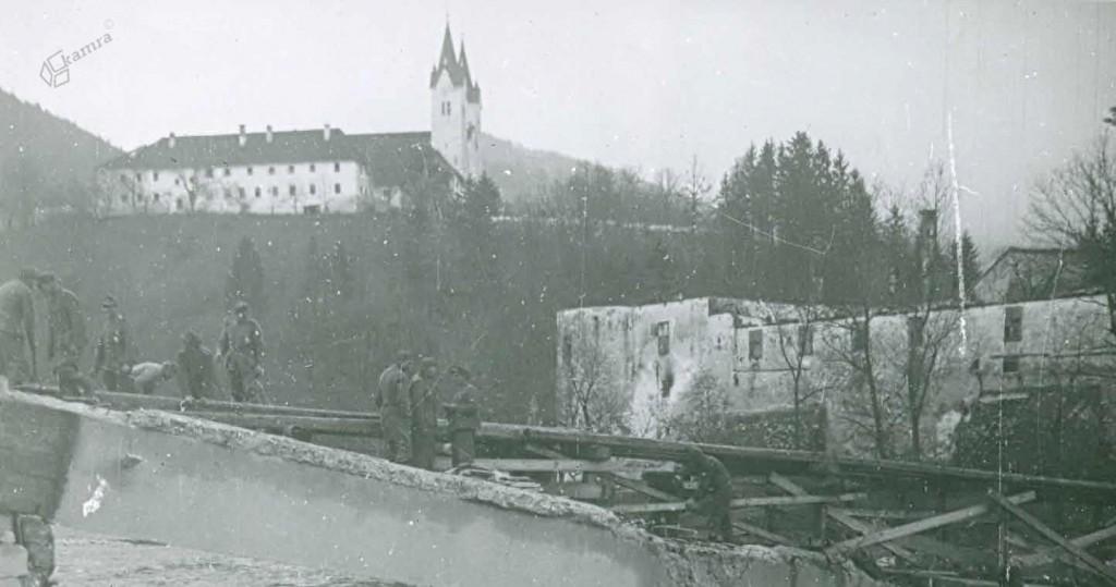 Porušeni most v Nazarjih, december 1944