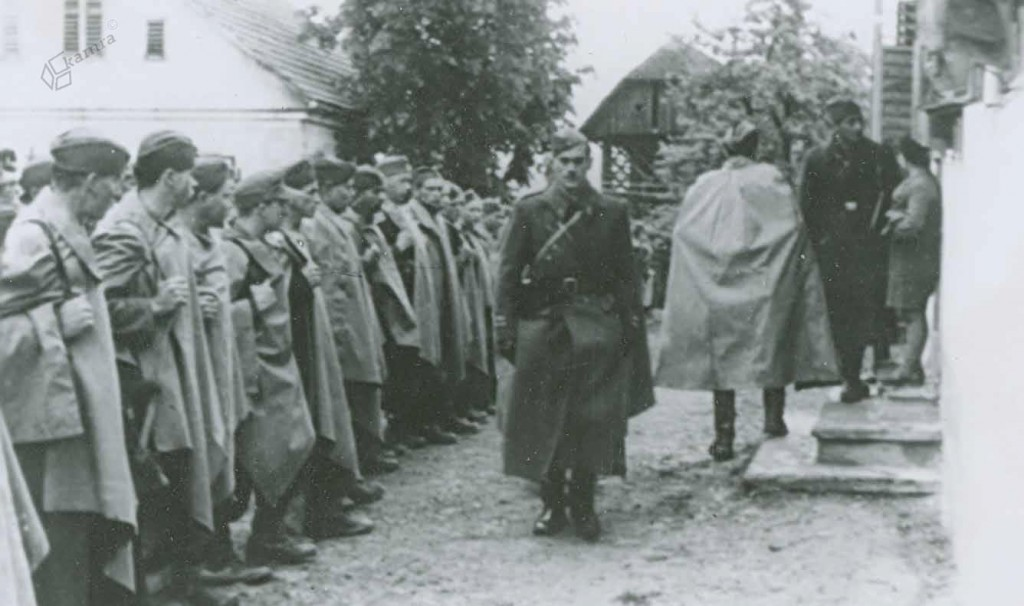 Postroj borcev Tomšičeve brigade pred komandantom Četrte operativne cone Petrom Stantetom – Skalo, Šentandraž, 1. 5. 1945