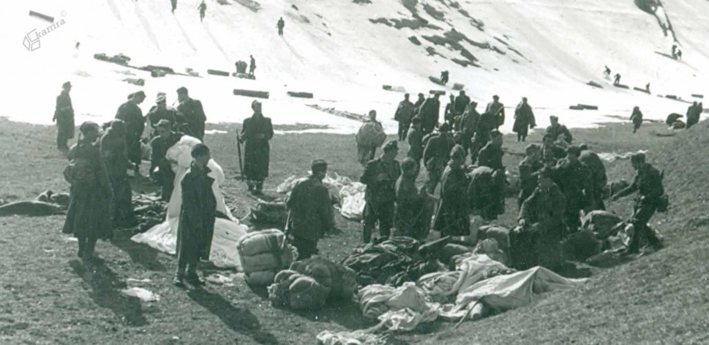Partizani Vzhodnokoroškega odreda ob odvrženi zavezniški pomoči pod Raduho, 1944