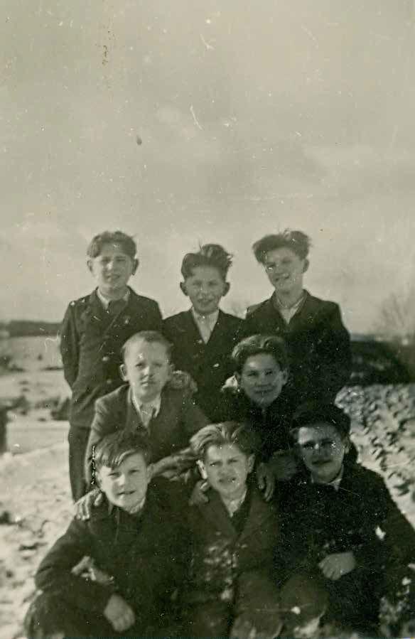 Fantje iz Zgornje Savinjske doline v otroškem taborišču Kastl v Nemčiji, junij 1944