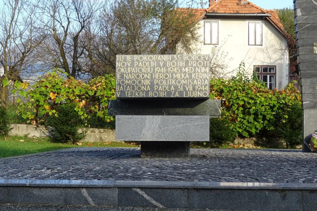 Grobnica 35-ih padlih borcev NOB pri osrednjem spomeniku NOB Ljubno ob Savinji