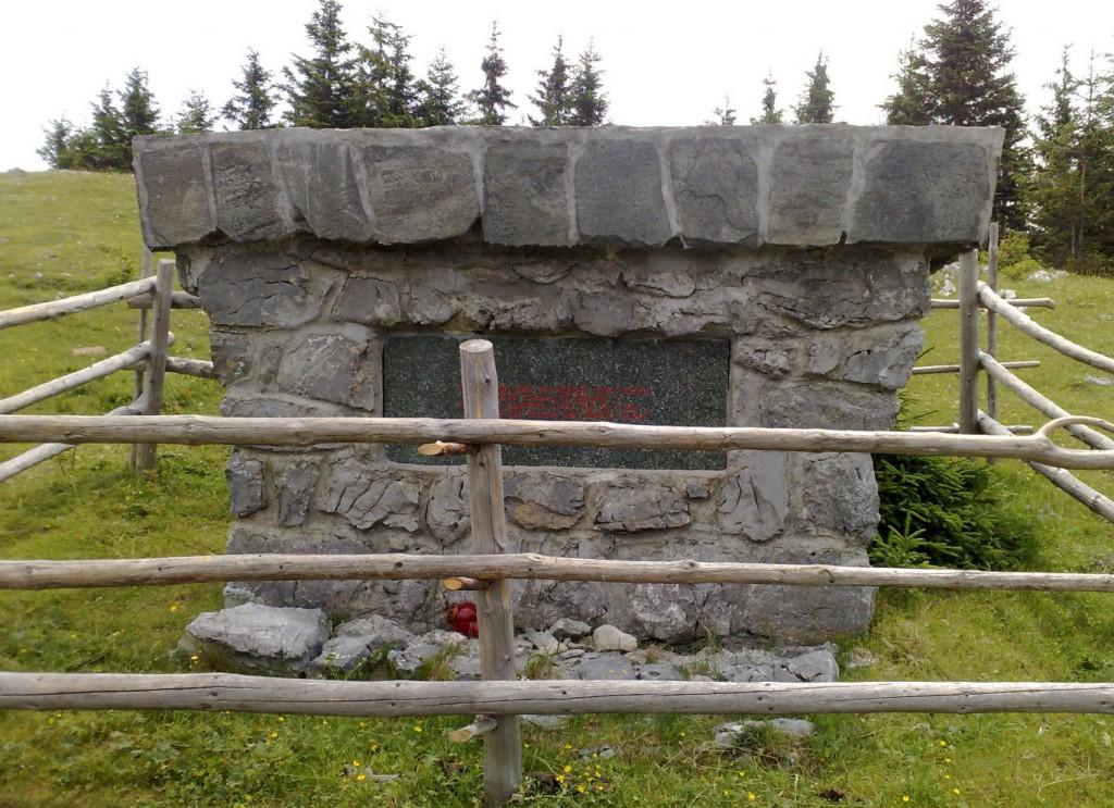 Spomenik padlim borcem 14. divizije na Medvedjaku - Občina Rečica ob Savinji
