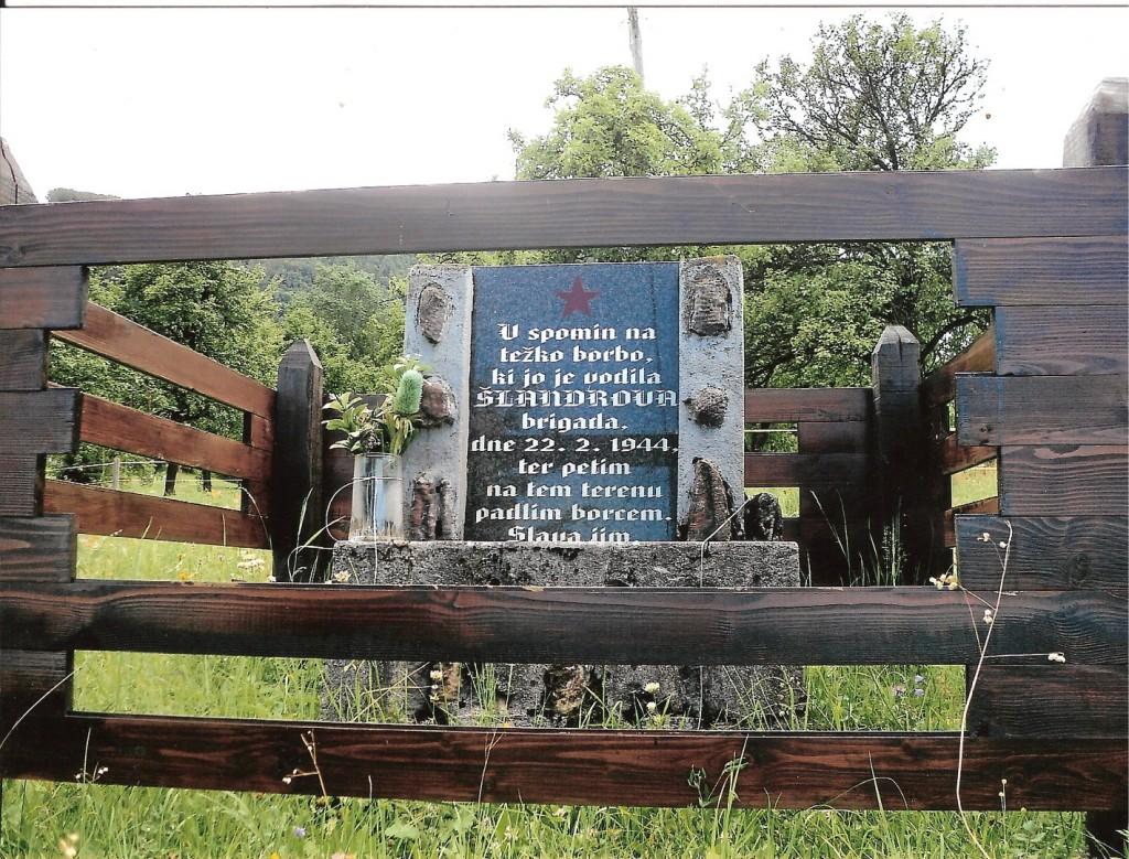 Spomenik petim padlim borcem v Rovtu pod Menino