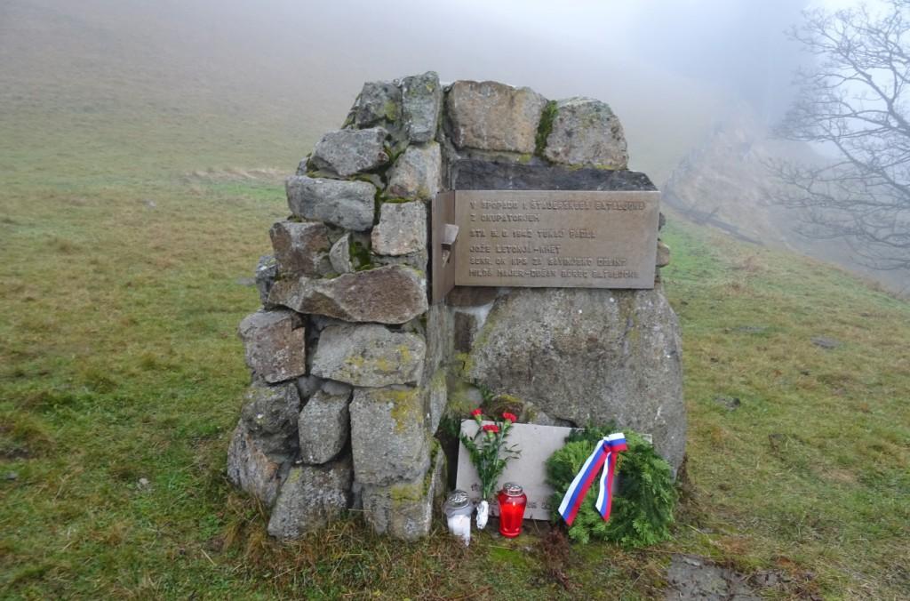 Spomenik pri Ramšaku v Planini