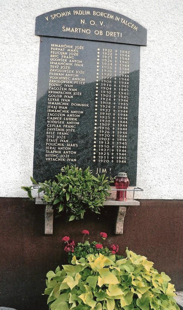 Spominska plošča 32-im padlim v Šmatnem ob Dreti