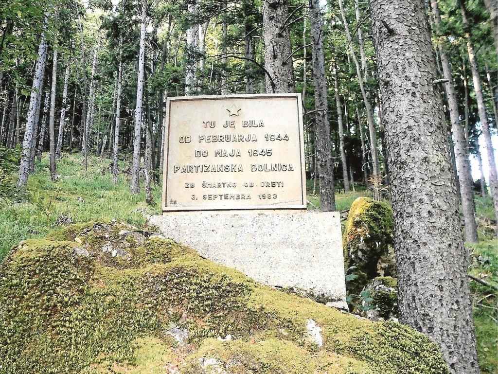Spominska plošča - obeležje Partizanske bolnice Gole vrtače na Dob
