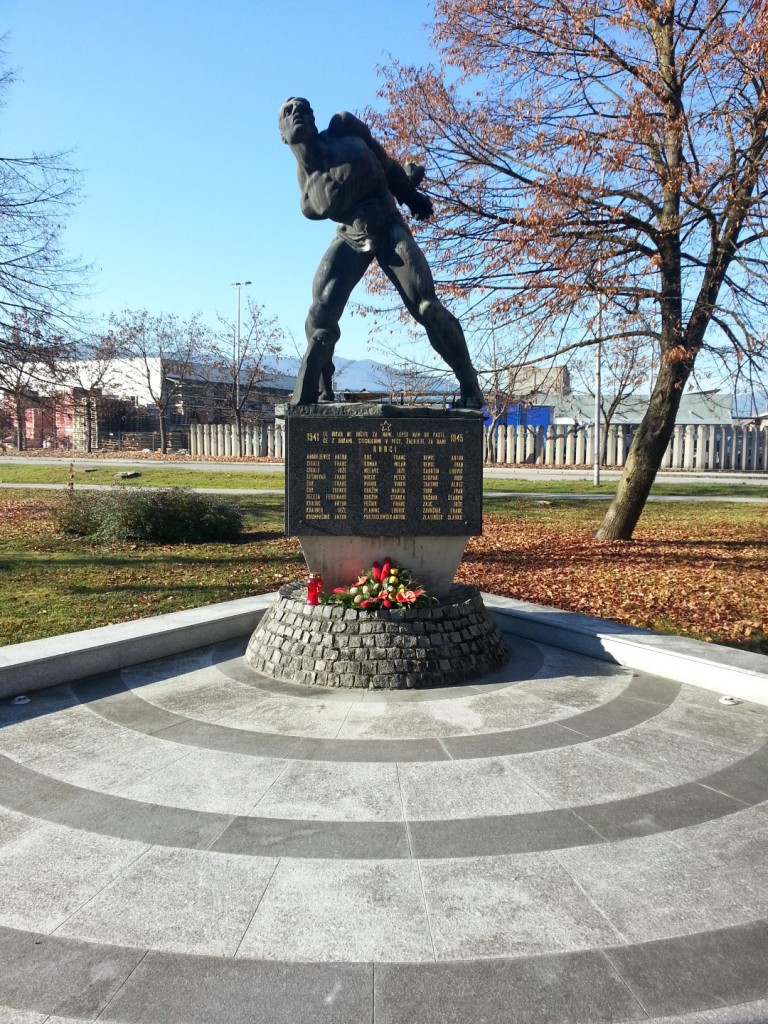 Osrednji spomenik padlim borcem NOB v Nazarjah