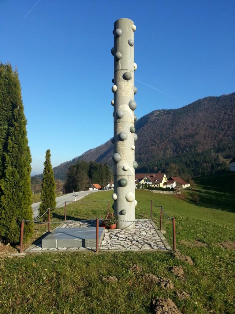 Spomenik 36-im padlim borcem NOV v Novi Štifti