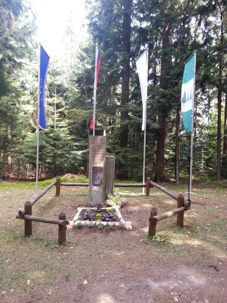 Spomenik - grobišče štirih padlih borcev Bračičeve brigade