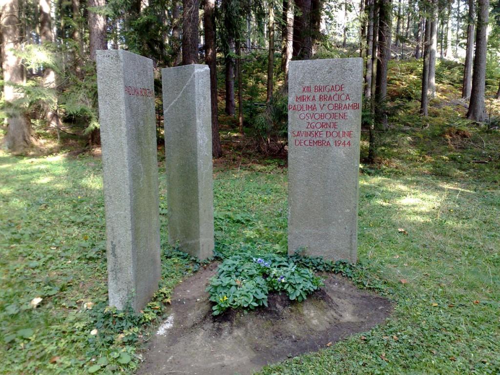 Spomenik - grobišče dveh borcev Bračičeve brigade na Čreti