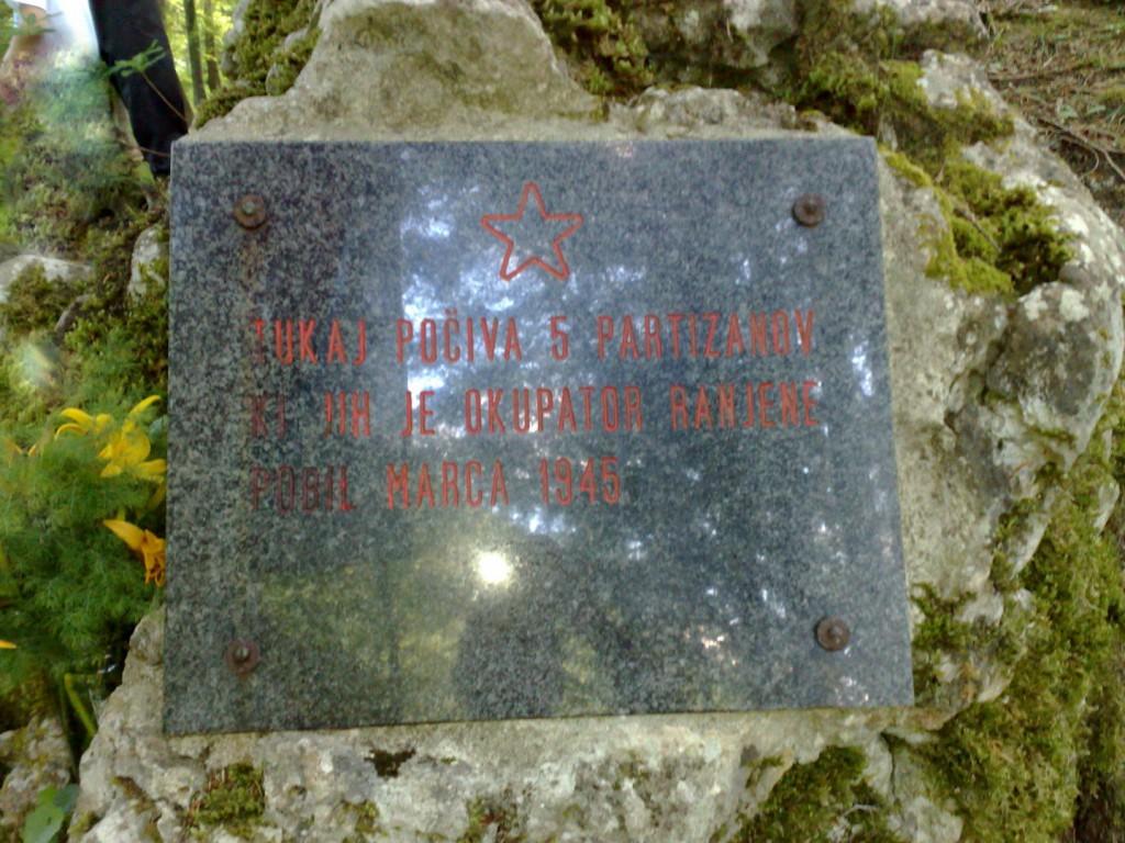 Spomenik - grobišče ustreljenih partizanov pri bolnici v Bočkih grabnih