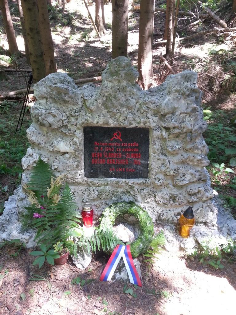 Spomenik padlima Veri Šlander in Dušanu Kraigherju pod Tolstim vrhom na Čreti