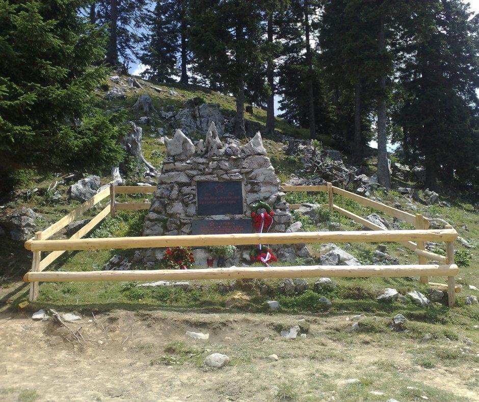 Spomenik vsem padlim borcem na Menini planini