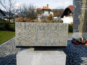 Spomenik pred kulturnim domom na Ljubnem ob Savinji