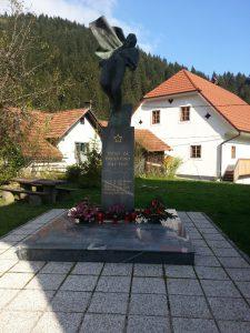 Osrednji spomenik 58 padlih borcev