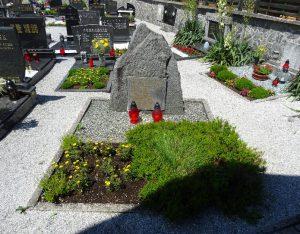 Grobišče na pokopališču Luče