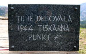 Spominska plošča kraja delovanja tiskarne PUNKT 7 v letu 1944