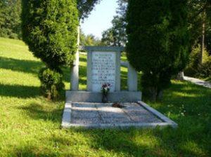 Spomenik – grobišče 52 neznanim borcem NOB 14. divizije