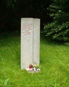 Spominsko obeležje dvema neznanima padlima borcema 14. divizije